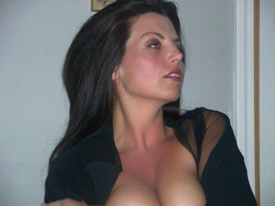je partage ma femme brune hot